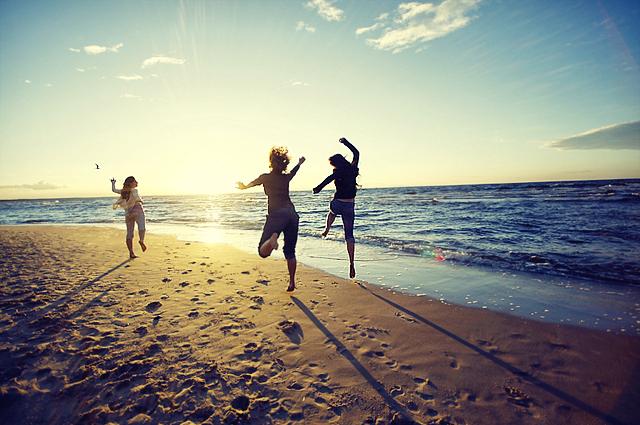 beach-best-friends-bff-friends-happines-sea-favim-com-46965