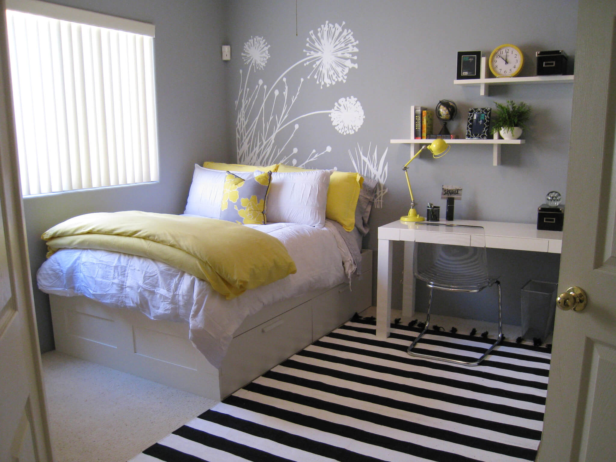 10 ways to make your small room look bigger hostel hunting owners d12050be14328d18f5719d4ed65e62c5