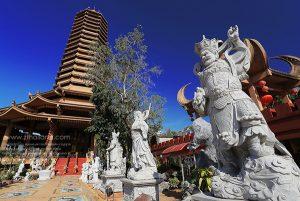 kuan-im-bodhisattvas-hall-chokchai-4-bangkok-01